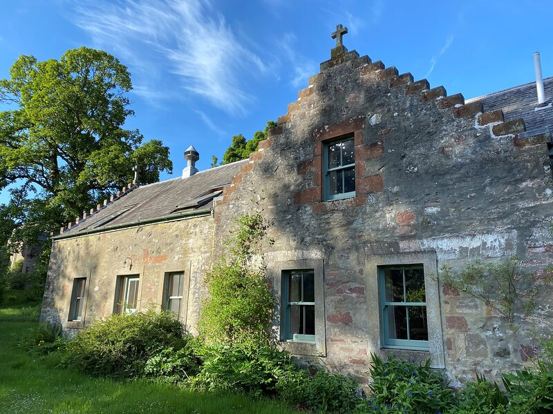 Sycamore Cottage - - Fingask Castle, holiday rental in Perth
