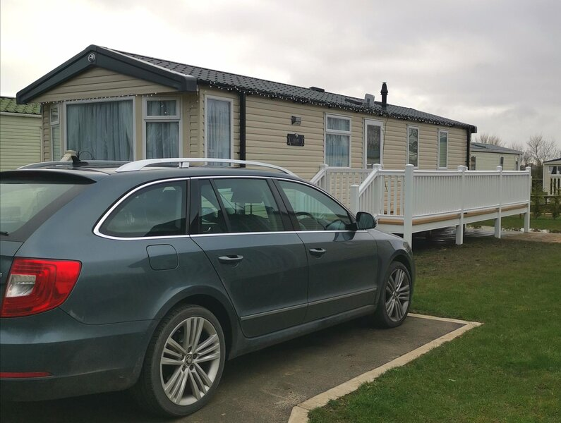 Beautiful 6 berth caravan for hire with decking at Skipsea Sands ref 41035B, holiday rental in Barmston