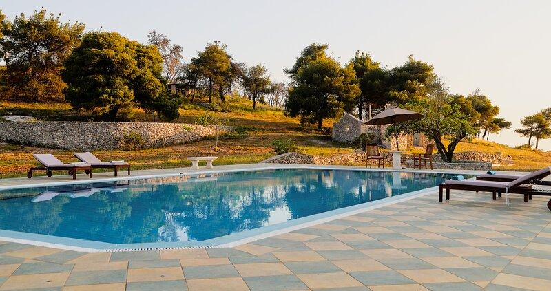 Irini Apartment, Wild Fig Retreat, holiday rental in Agios Nikolaos