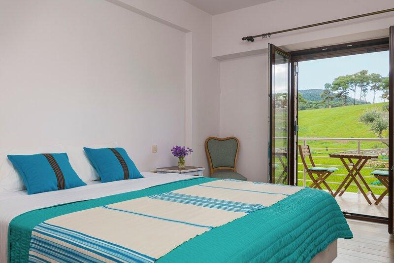 Elia Double Room, Wild Fig Retreat, holiday rental in Agios Nikolaos