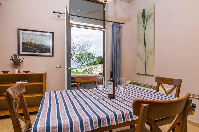 Zoe Apartment, Wild Fig Retreat, holiday rental in Agios Nikolaos