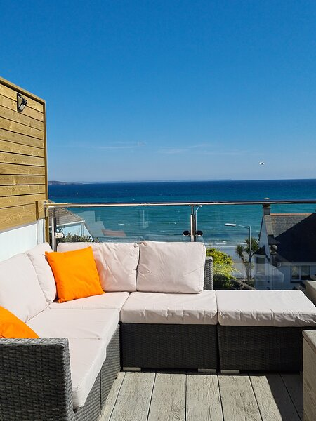 Bayview Cottage Penzance with great sea views over the Bay & St Michaels Mount, holiday rental in Penzance