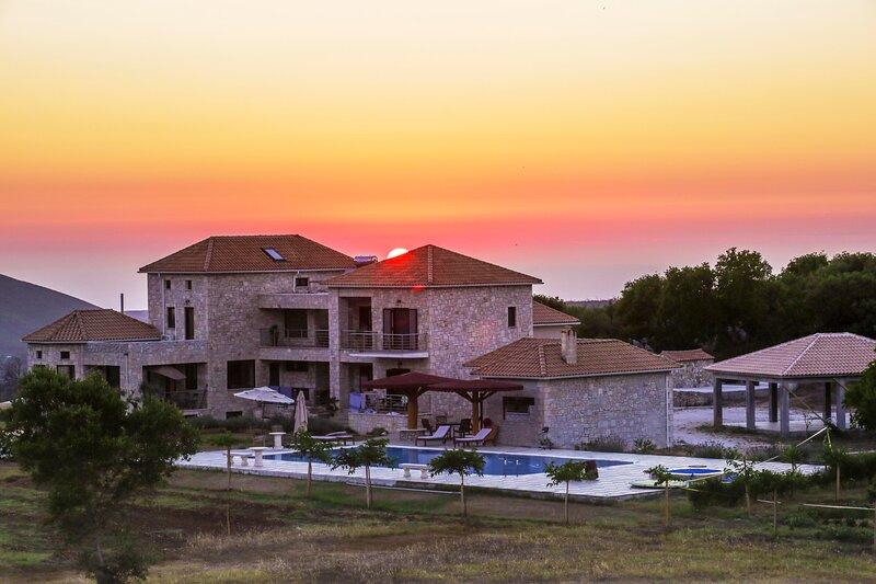 Ilios Apartment, Wild Fig Retreat, holiday rental in Agios Nikolaos