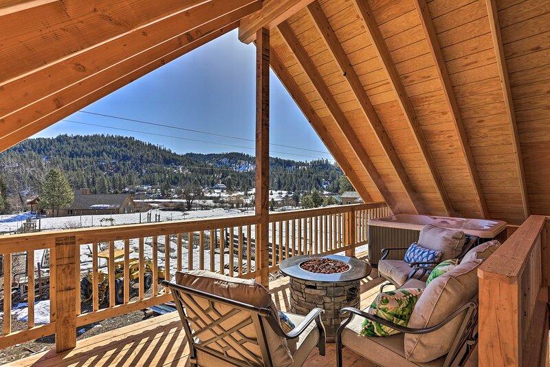 Garden Valley Apartment w/ Hot Tub & Mtn Views!, aluguéis de temporada em Crouch