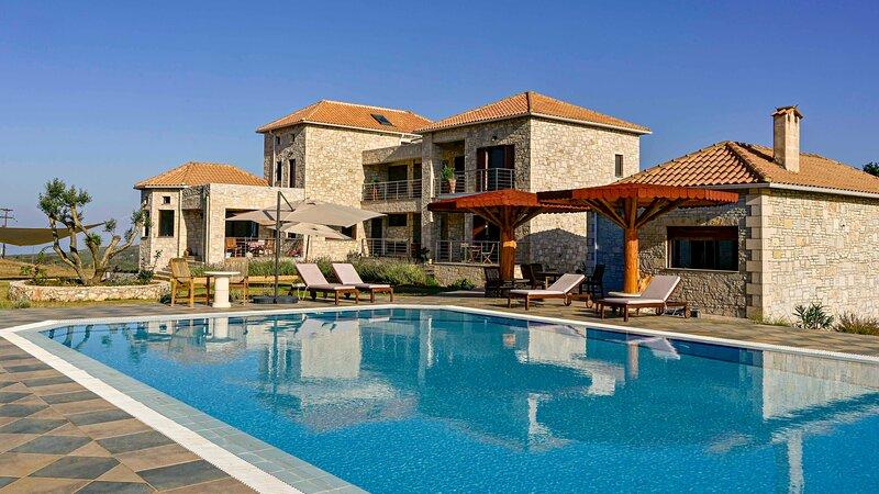 Scirocco 3-room Suite, Wild Fig Retreat, holiday rental in Agios Nikolaos