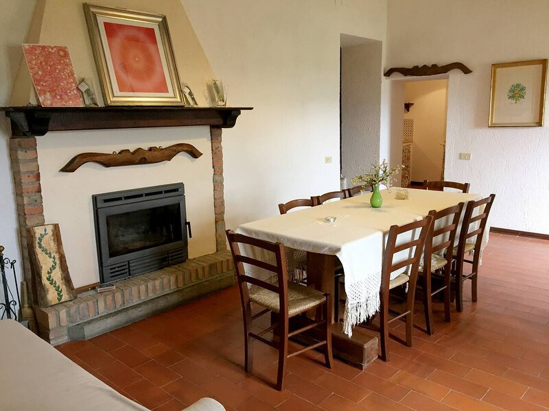 CASELLE Charming Apartment in Italy for 10 people, alquiler vacacional en Montelovesco
