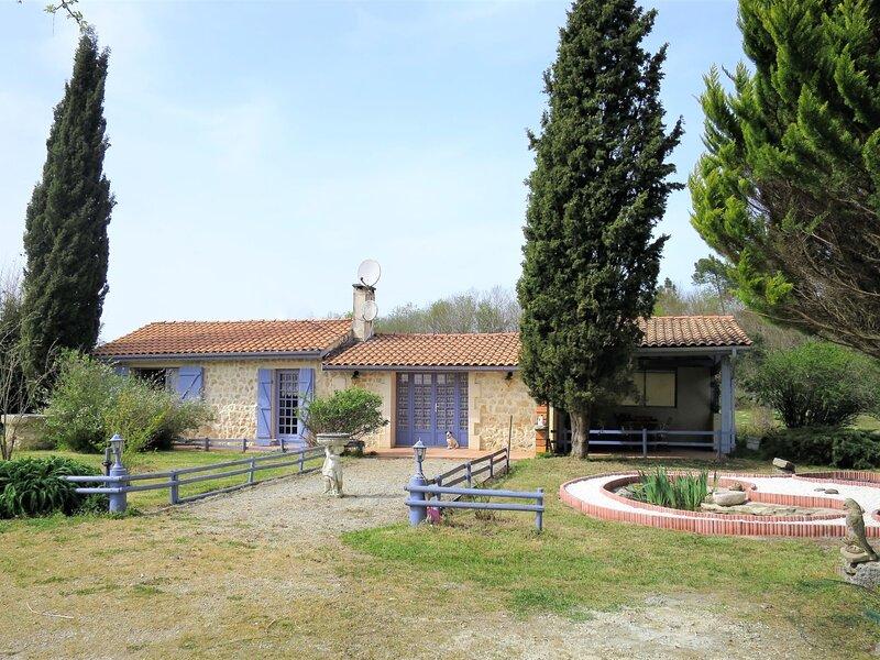 Nola (GEM100), holiday rental in Prignac-En-Medoc
