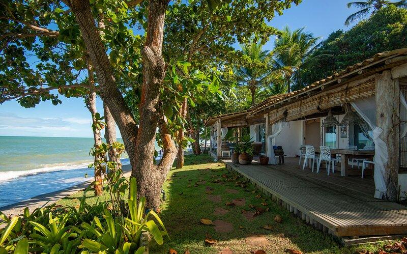 Casa maravilhosa, pé na areia, na Praia do Espelho, holiday rental in Praia do Espelho