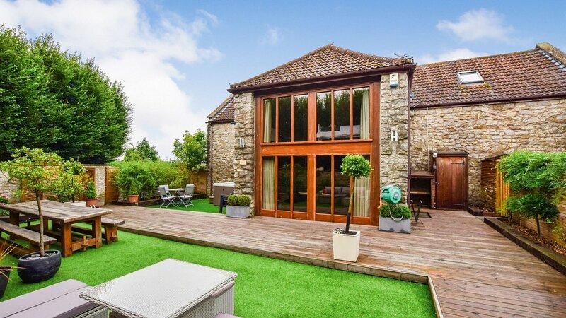 Tythe Barn, Saltford, Near Bath - sleeps 8 +2 guests  in 3 bedrooms, holiday rental in Keynsham