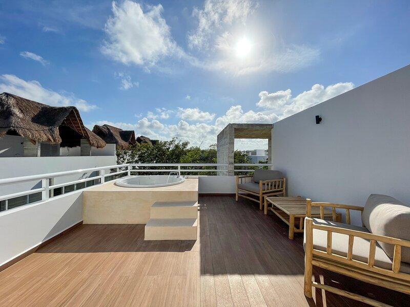 Exclusive Penthouse with Rooftop Terrace in Aldea Zama Tulum, alquiler de vacaciones en Tulum Beach