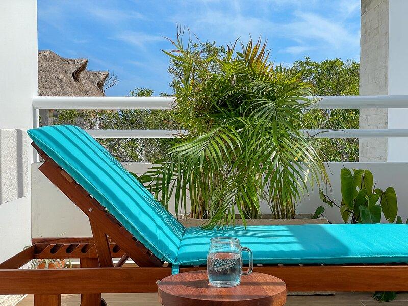 Lovely Penthouse with Rooftop and jacuzzi in Aldea Zama Tulum, alquiler de vacaciones en Tulum Beach