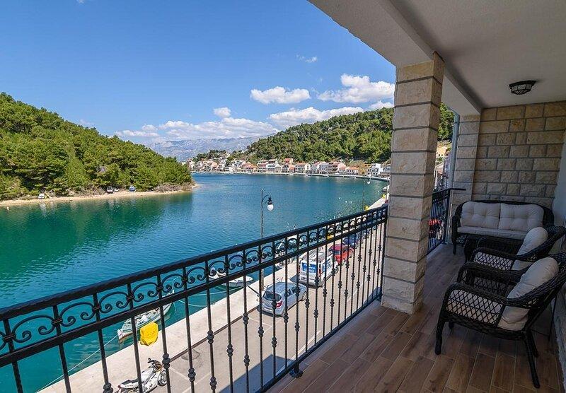 Luci - 40 m from sea: A1(4+2) - Novigrad, casa vacanza a Novigrad