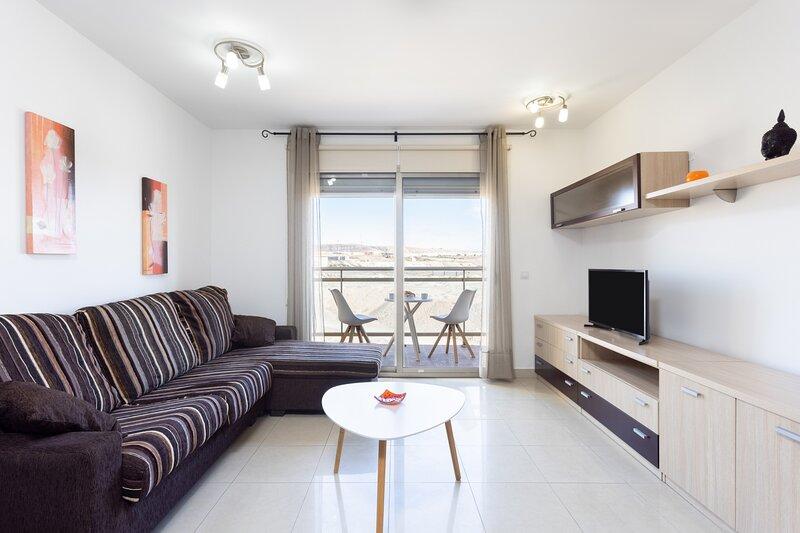 Home2book Urban Loft Las Granadas, holiday rental in Tetir