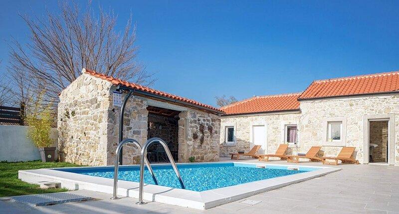 Holiday home with pool Dobra Voda, vacation rental in Radosinovci