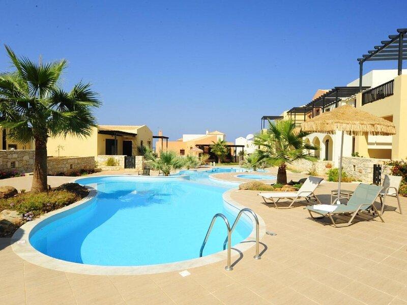 Villa Avra - Beautiful Villa with an outdoor pool, holiday rental in Platanias