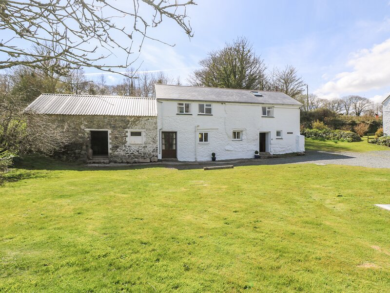 Tregithey Barn, Manaccan, holiday rental in Newtown-in-St-Martin