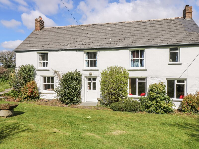TREGITHEY FARMHOUSE, traditional farmhouse on the South Helford River, private, holiday rental in Newtown-in-St-Martin