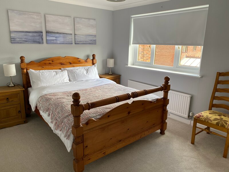 Newly Decorated 4 bed family home with safe garden in Dorset, location de vacances à Wareham