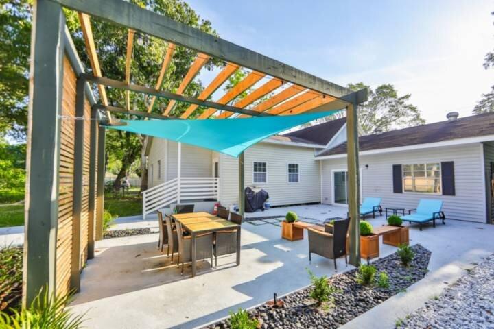 NEW TO MARKET - Outdoor Gazebo, WIFI,Cable, Quiet Neighborhood and Close to Down, alquiler de vacaciones en Terra Ceia
