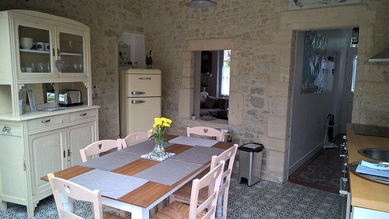 Maison avec jardin à Bayeux , 3 chambres, 2 salles de bain, parking gratuit, aluguéis de temporada em Nonant