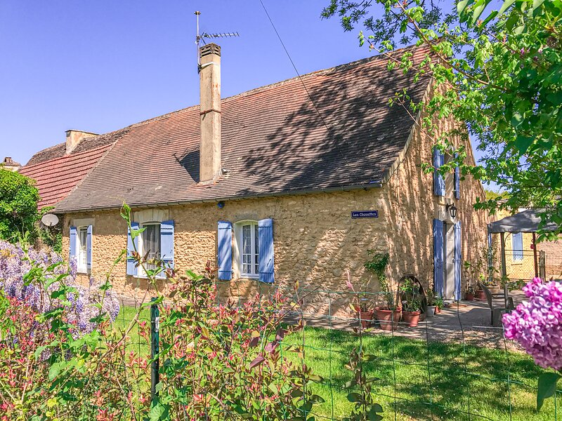 Explore the magic of the Dordogne Les Chouettes sleeps 14 to 16, holiday rental in Mauzac-et-Grand-Castang