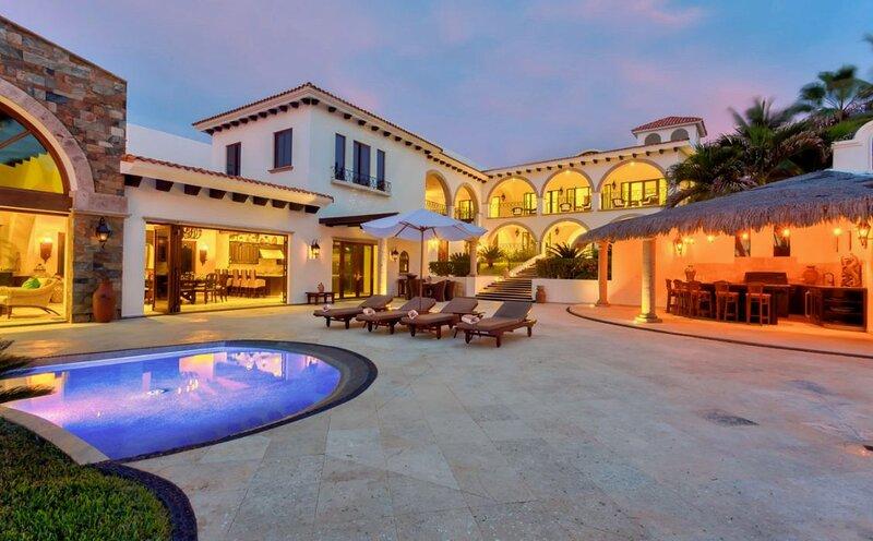 Casa La Laguna Cabo San Lucas Luxury Beachfront Villa with Infinity Pool, vacation rental in Boca de la Vinorama