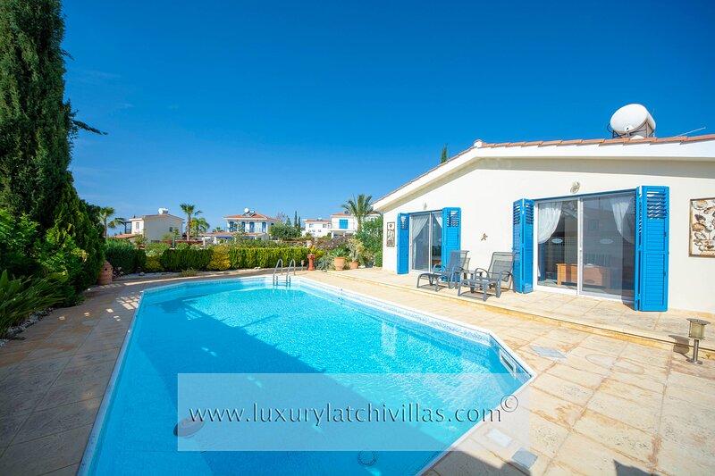 Villa SeaTime      , alquiler de vacaciones en Argaka