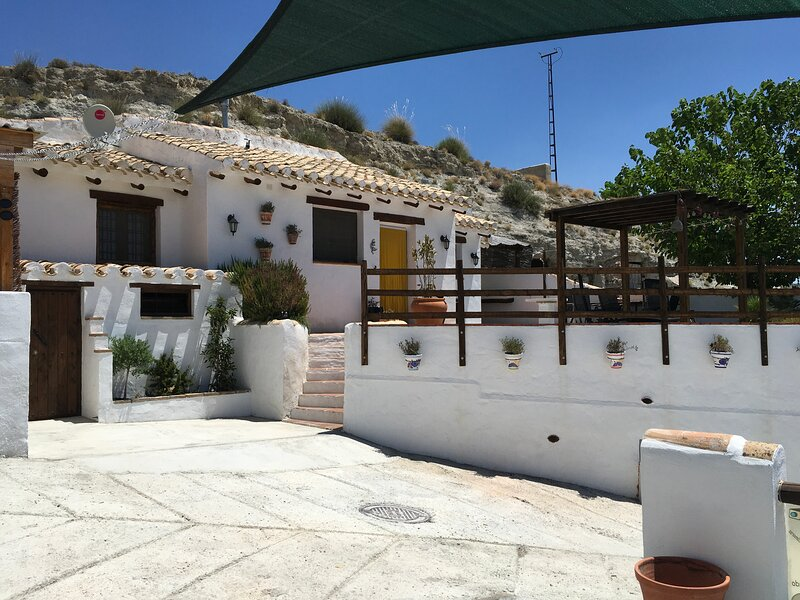 Beautiful 3 bedroom, 2 bathroom Cavehouse – semesterbostad i Galera