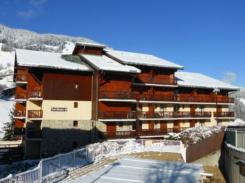 APPARTEMENT 27 m² IDEAL POUR 4 PERSONNES CLASSE 2**, holiday rental in Areches