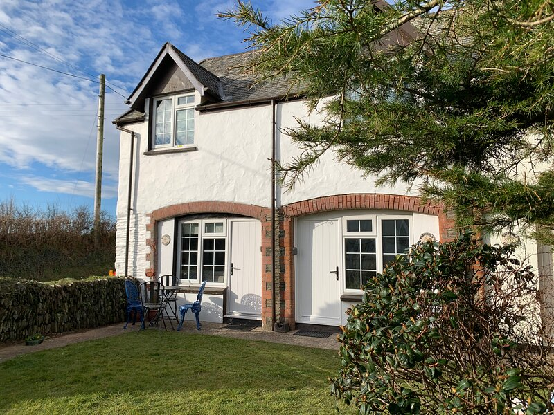Honeysuckle Cottage, holiday rental in Muddiford