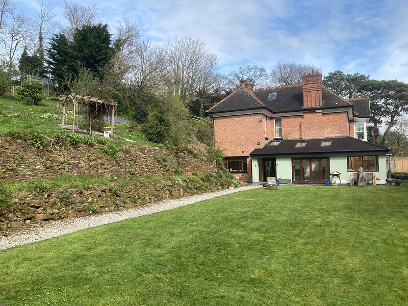 Stunning 4-Bed House in Devon 10 mins from Beach, holiday rental in Buckland Brewer