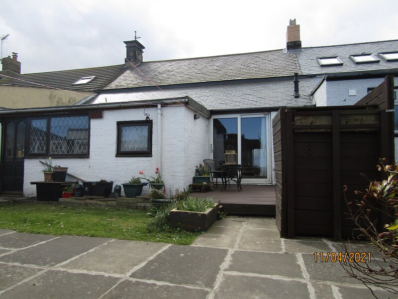 Brigand Cottage by the sea, holiday rental in Morpeth