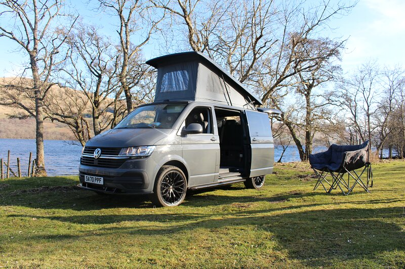 VW T6 New Campervan with heater and insulated poptop roof, location de vacances à Loch Tay