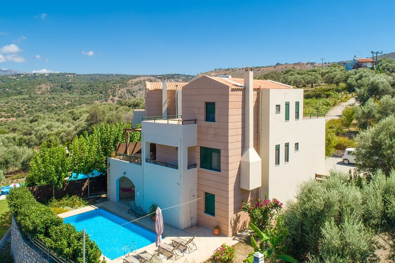 Panoramic view 8 guests villa,private pool,near taverns 2, holiday rental in Kato Valsamonero