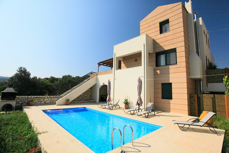 Panoramic view 8 guests villa,private pool,near taverns 1, holiday rental in Kato Valsamonero
