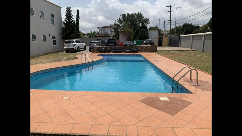 Super Comfy XL 2-Bed Apartment with Pool in Accra, vacation rental in Odorkor