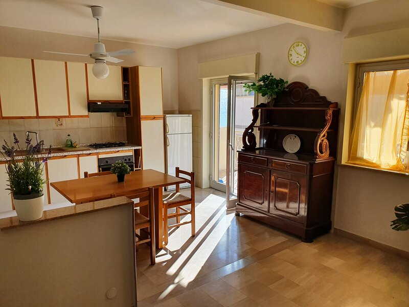 Beautiful and clean apartment close to Taormina, holiday rental in Trappitello