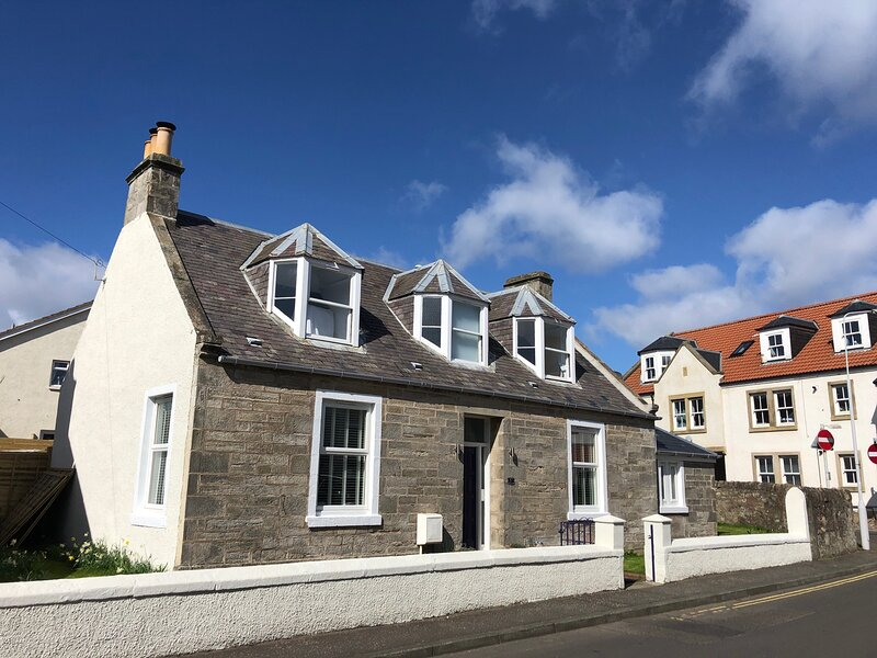 Shore Cottage, Anstruther- stylish home by the sea, holiday rental in Anstruther