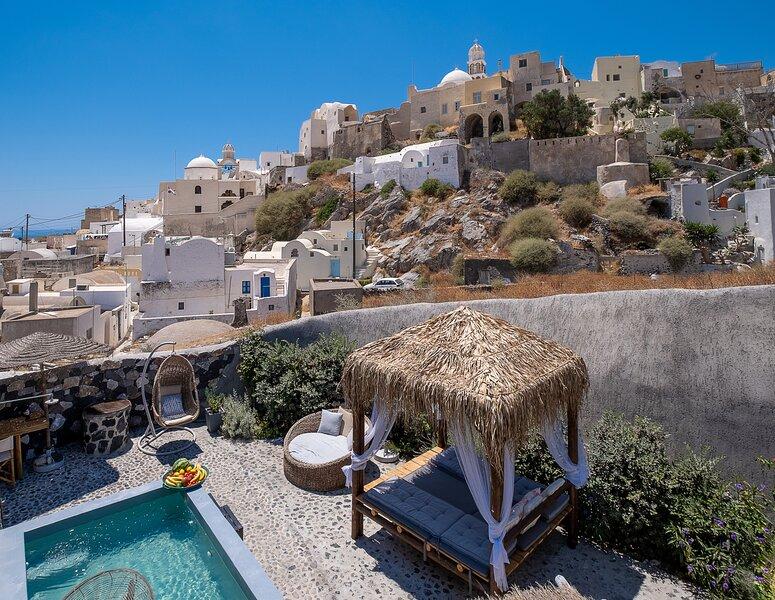 Rock Villas Complex - Private lux villa with pool & hot tub. Castle view, holiday rental in Santorini