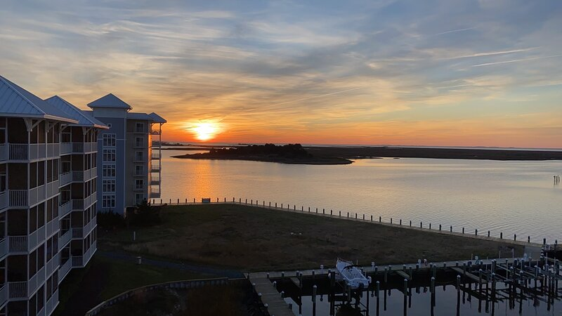 Breathtaking Top Floor Waterfront Condo with Boat Slip in Crisfield, holiday rental in Marion Station