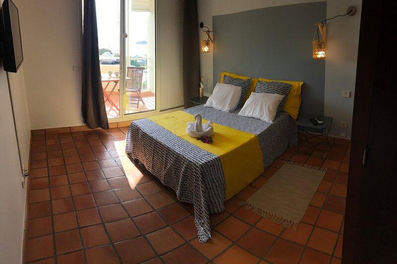 Charmant studio à la Résidence de la baie, vacation rental in Tartane
