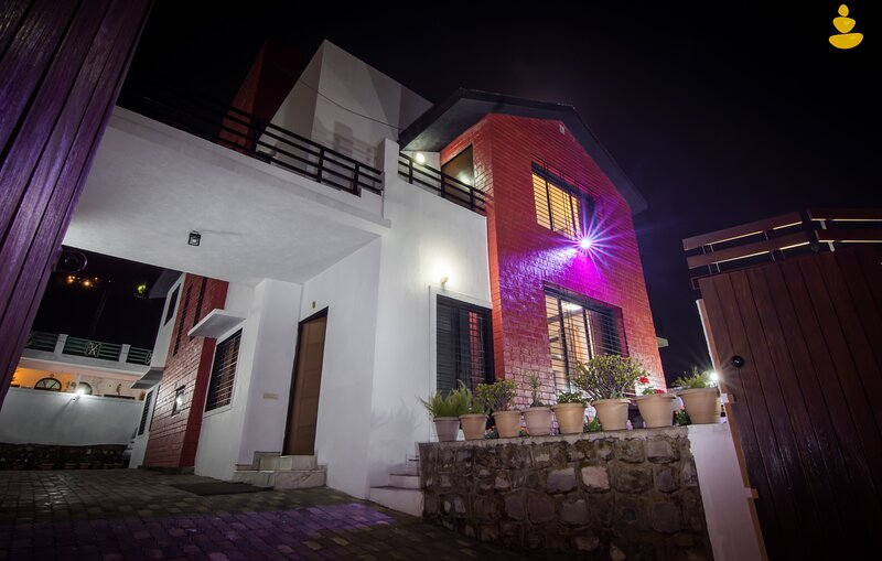 LivingStone 4 BHK Villa Bhimtal, holiday rental in Gagar