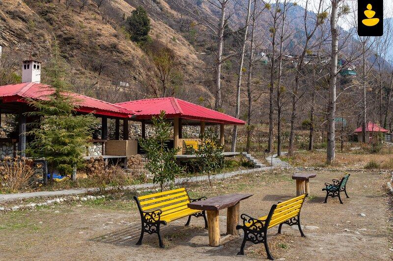 LivingStone Hilltop Cottage, casa vacanza a Jibhi