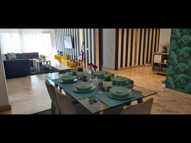 Luxury Penthouse With 2 Suites, Balcony and View, alquiler de vacaciones en Nouaceur