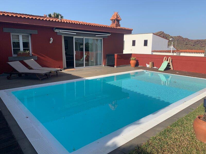 Impeccable 5-Bed Villa in Piletillas, aluguéis de temporada em Telde