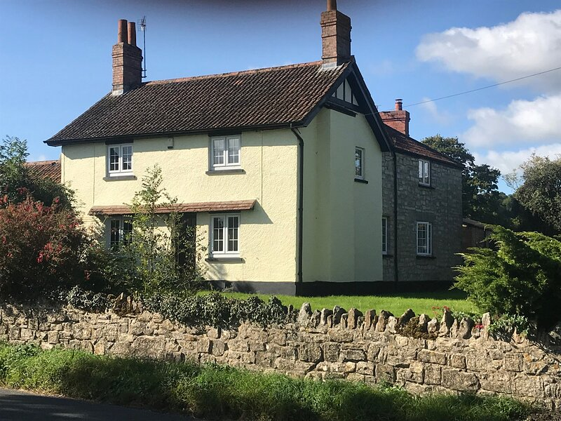New for 2021 - Fabulous 5 bedroom Character Country Farmhouse, vakantiewoning in Taunton