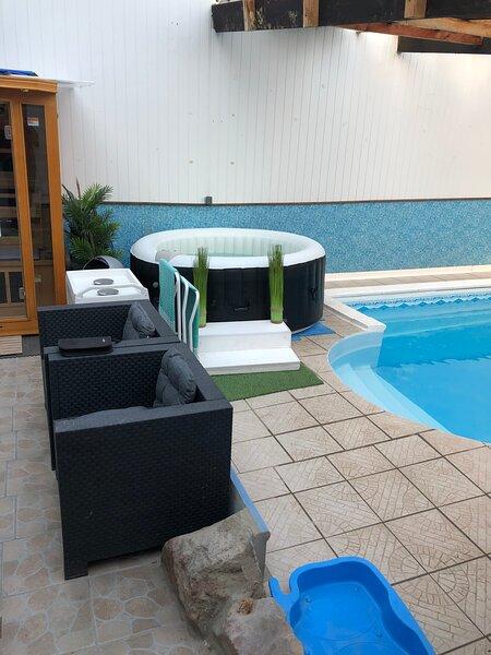 MAISON STYLE GÎTE PISCINE COUVERTE-SAUNA ET JACUZZI., vacation rental in Bernes