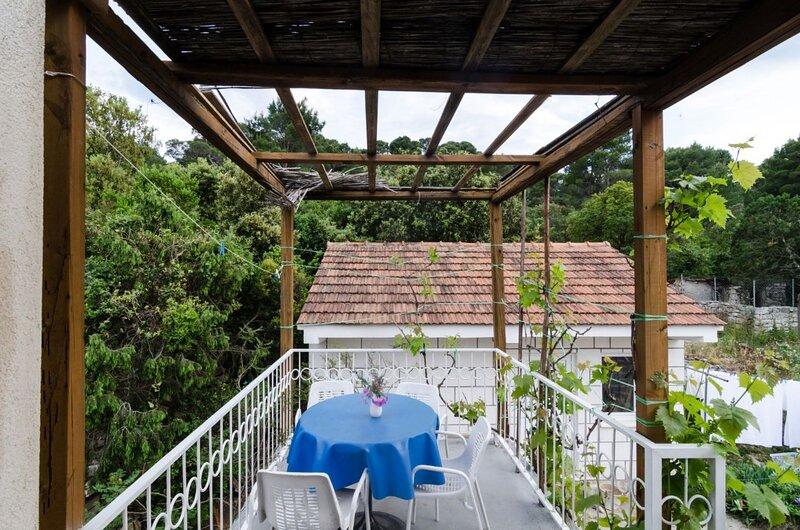 Cozy 2BD apt in Pomena, Mljet A5, holiday rental in Govedari