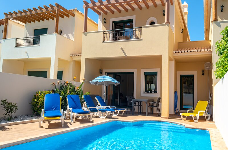 DomusIberica Casa 25.With full air-conditioning, private pool and walk to beach., holiday rental in Burgau