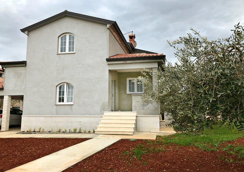 Spazioso appartamento Slavko Finida-Umag per famiglie, giardino, Wi-Fi, location de vacances à Finida